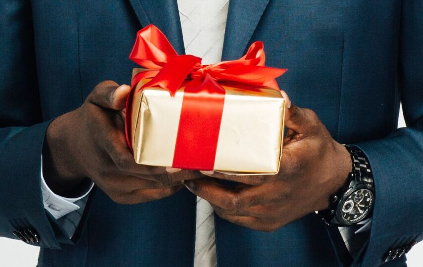 The gifts that you can choose for your loved one for their anniversary